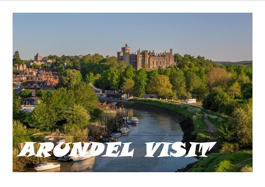 This image has an empty alt attribute; its file name is visit-arundel.jpg